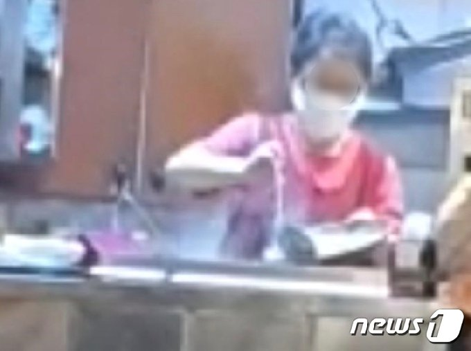 한 온라인 커뮤니티에 올라온 동영상 캡처본.(보배드림 캡처) © 뉴스1