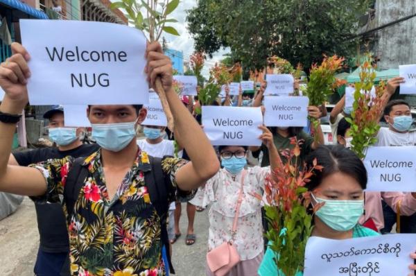악몽 된 미얀마 최대 명절 띤잔…군 총격에 최소 25명 사망