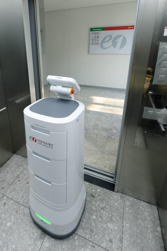 '엘베타고 다니는 로봇'…TK엘리베이터 본격 상용화 나서