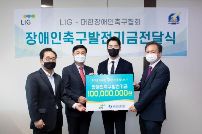 LIG, 대한장애인축구협회 기금 전달...'장애인 축구 발전 도움 되길'