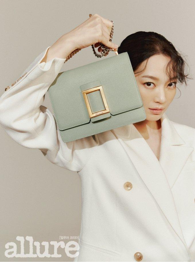 배우 신민아/사진제공=얼루어 코리아