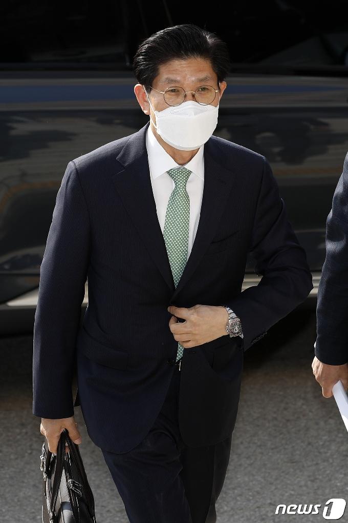 [사진] 출근하는 노형욱 국토교통부 장관 후보자