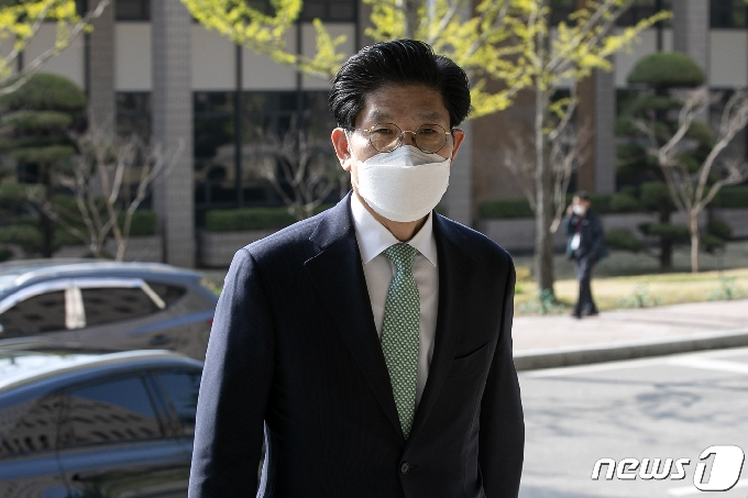 [사진] 청문회준비 사무실 출근하는 노형욱 후보자