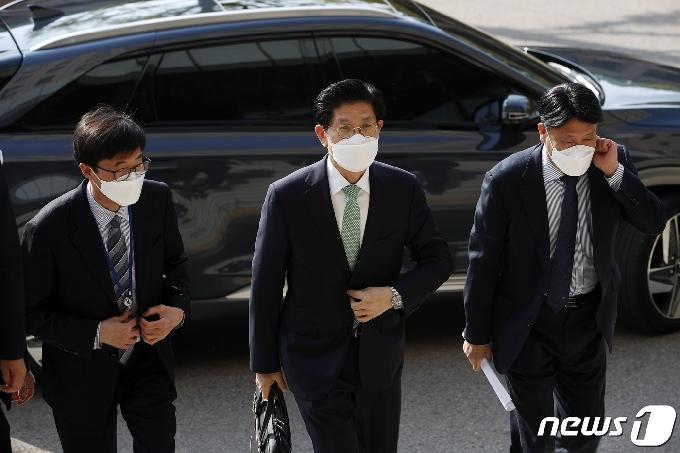 [사진] 발걸음 옮기는 노형욱 국토부 장관 후보자