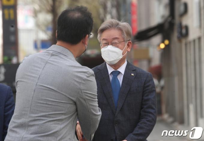 """이재명 """"실용적 '민생개혁'에 매진""""…재보선 패배 후 첫 SNS"""