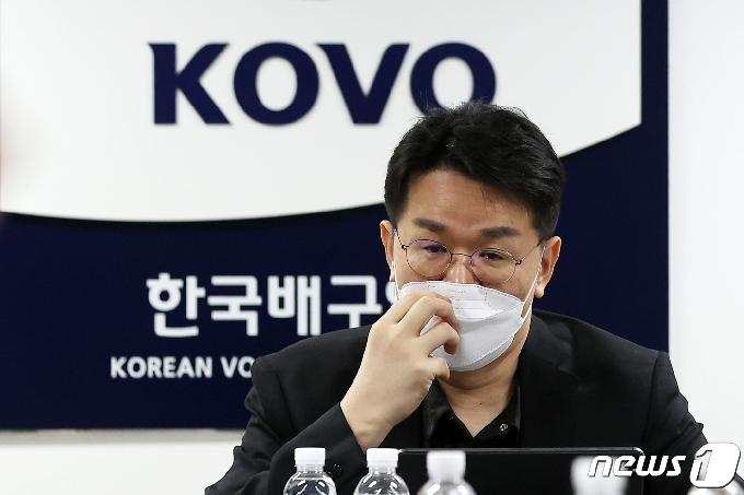 [사진] 이사회 주재하는 조원태 총재