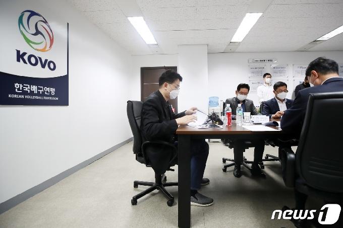 [사진] 이사회 주재하는 조원태 한국배구연맹 총재