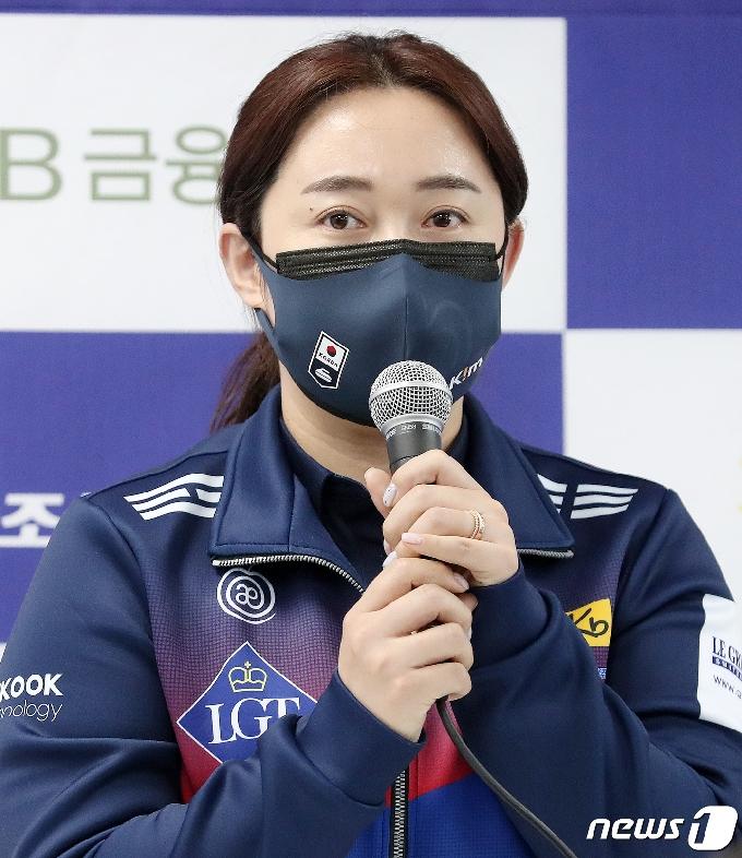 [사진] 인사말 하는 '팀킴' 김영미