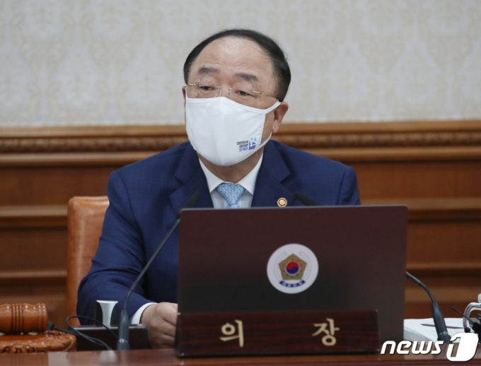 """홍남기 """"벤처가 코로나 버팀목…복수의결권 도입에 가속도"""""""