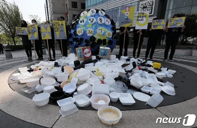 [사진] 배달용 쓰레기 문제 해결 촉구하는 환경단체
