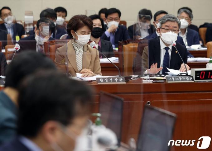 '軍 경력' 승진 우대 논란…고용부 장관