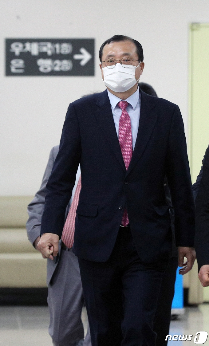 [사진] 임성근 전 부장판사 '법정으로'