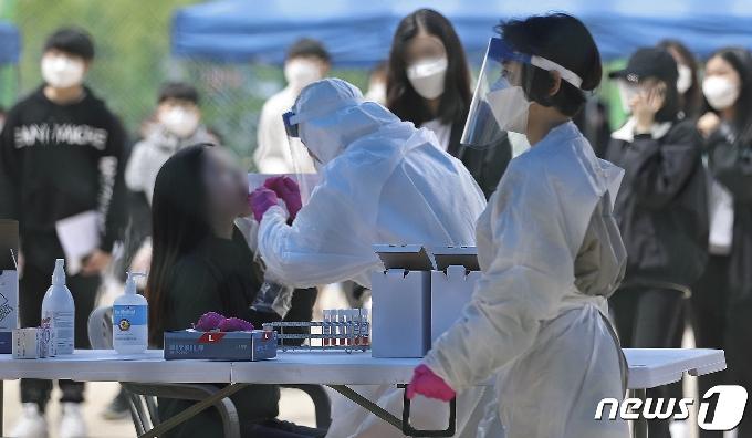 충북 13명 추가 확진…학교·학원·군청 감염 확산(종합)