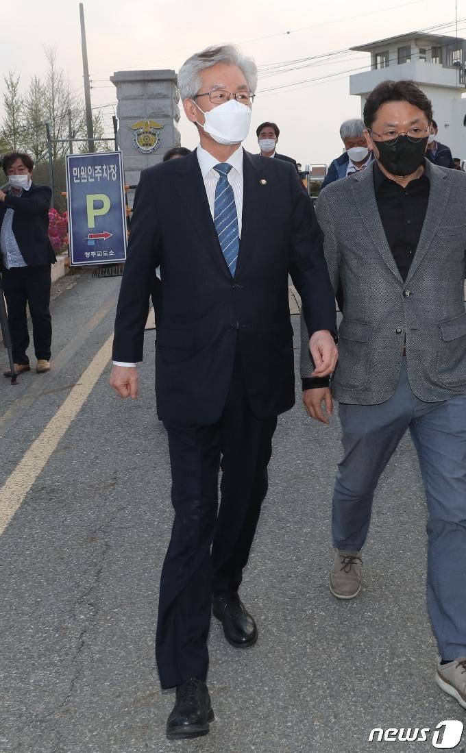 [사진] 석방된 정정순 의원