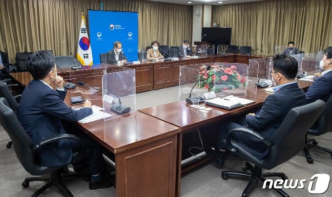 [사진] 한정애 장관, 포장폐기물 감축방안 논의