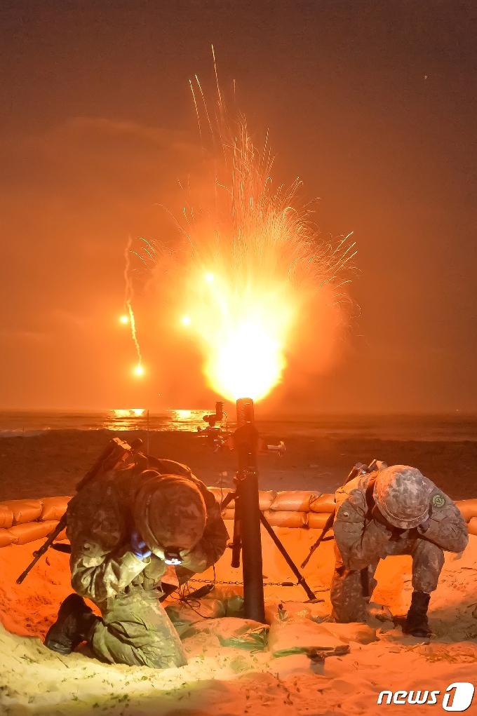 [사진] 조명탄 발사
