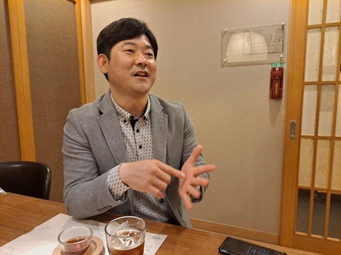 강성호 KGC인삼공사 과장이 지난 15일 서울 식당에서 머니투데이 기자와 만나 자신의 경험담을 얘기하고 있다./사진=지영호 기자