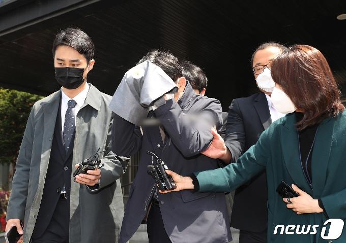 [사진] 검찰로 송치되는 지인 L씨
