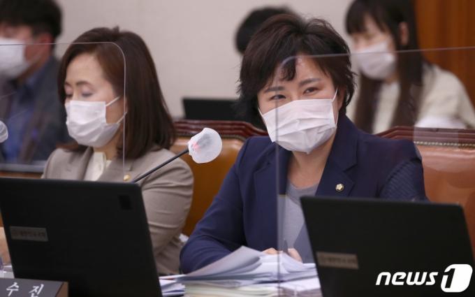 '朴 탄핵 부당' 서병수에...조수진