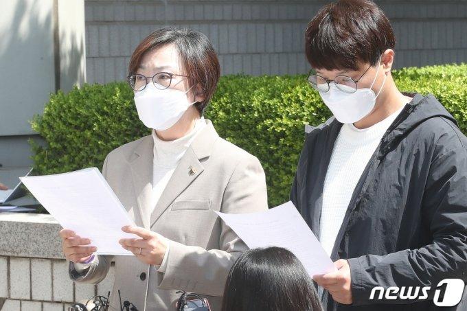 이나영 정의기억연대 이사장(왼쪽). 2021.4.21 /사진=뉴스1