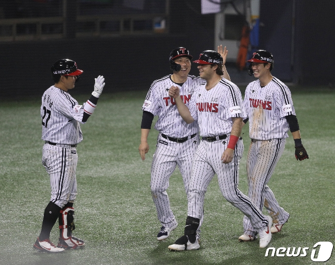 [사진] LG 라모스 '3점 홈런 쾅'