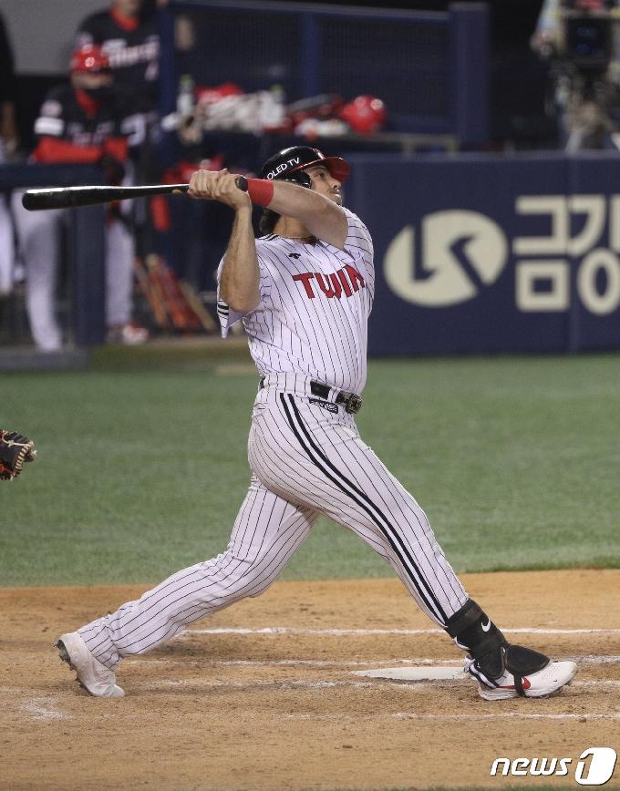 [사진] LG 라모스 '홈런 예감'