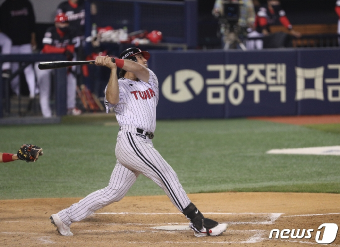 [사진] LG 라모스 '3점 홈런 작렬'