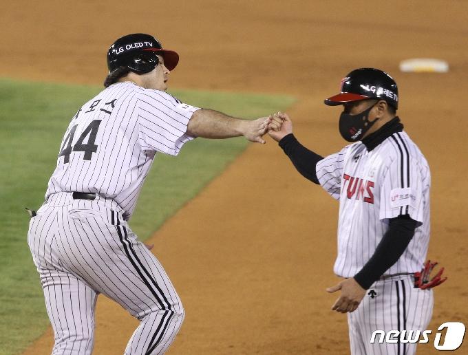 [사진] 3점 홈런 친 LG 라모스