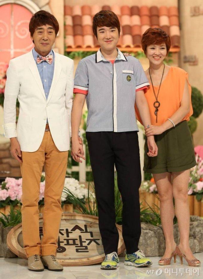 방송인 왕종근(왼쪽) 가족 /사진=이기범 기자 leekb@