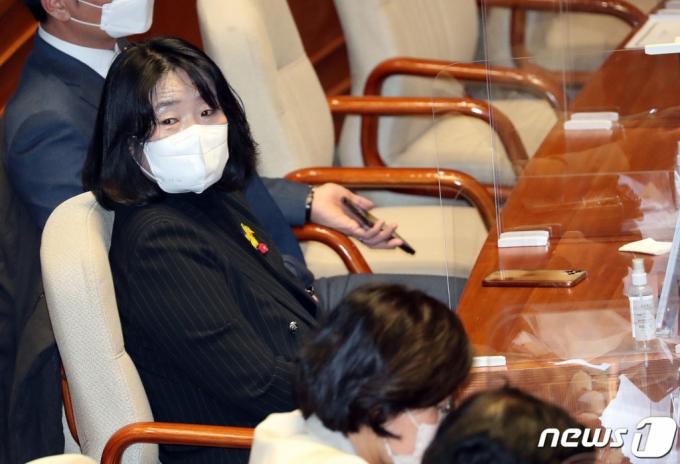 윤미향, '위안부 소송' 패소에