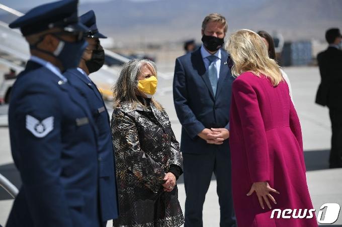 [사진] 그리셤 뉴멕시코 주지사 환영 받는 질 바이든