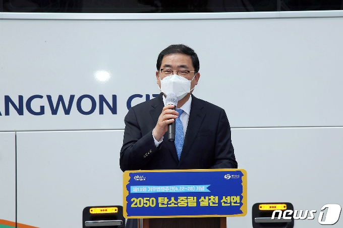 """허성무 시장 """"쓰레기 투기지역 화단 조성…꽃이 가득한 창원 만들 것"""""""