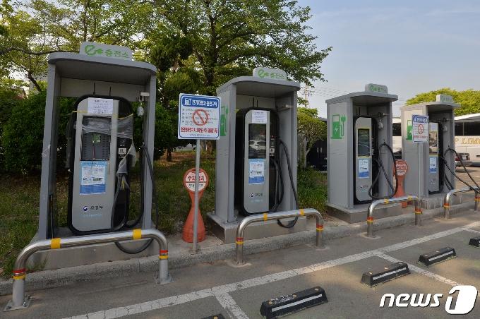 [사진] 전기차 충전 언제쯤 할 수 있을까