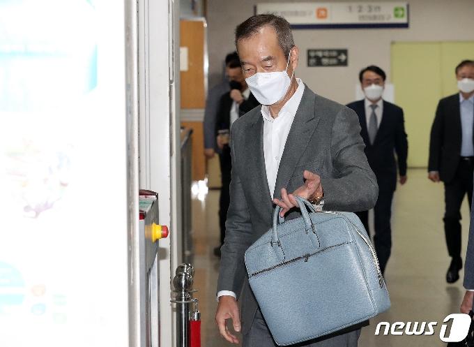 [사진] 삼성그룹 불법합병 공판 참석하는 최치훈 삼성물산 사장