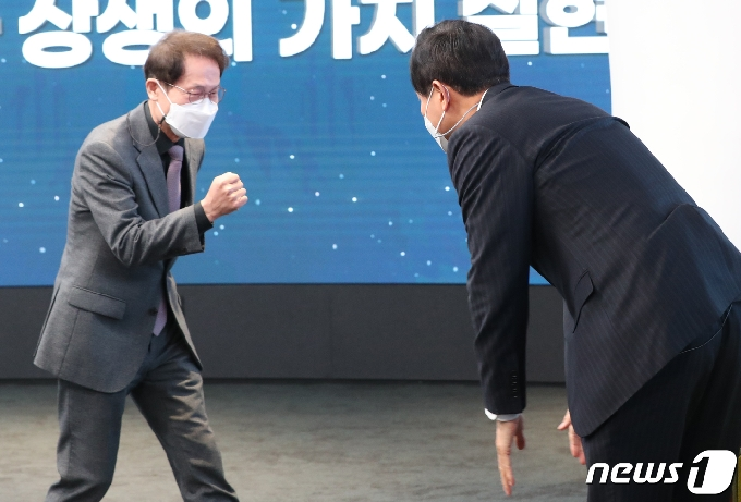 [사진] 조희연 교육감, '오세훈 시장 취임식 축사를 마치고'