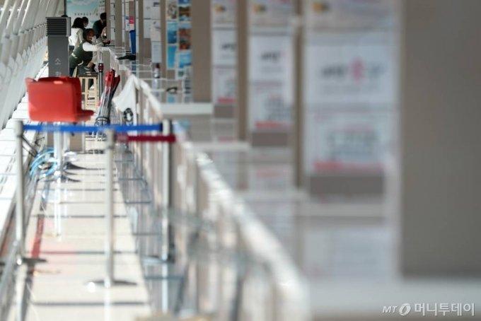 인천국제공항 내 여행사 카운터가 한산한 모습을 보이고 있다. /사진=머니투데이DB