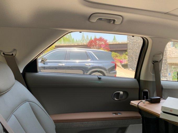 현대차 아이오닉5 뒷좌석 모습/사진=이강준 기자