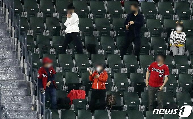 [사진] 홈런볼도 맞으면 아파요