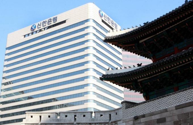 '라임사태' 진옥동, 중징계 피했다…문책경고→주의적경고