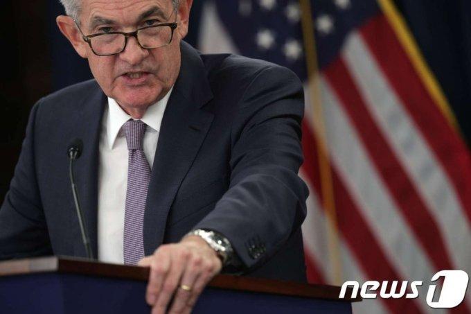 (워싱턴 AFP=뉴스1) 우동명 기자 = 제롬 파월 연방준비제도(Fed) 의장이 18일(현지시간) 워싱턴에서 FOMC 정례회의를 마친 뒤 기자회견을 하고 있다.