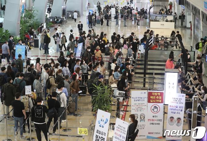 [사진] 여행객들로 붐비는 김포공항