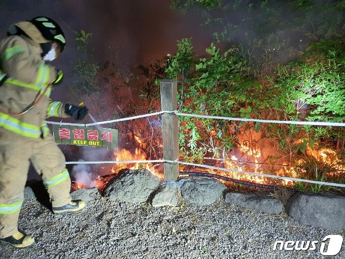 밤사이 서귀포 새섬서 불…경찰 대응이 대형피해 막았다