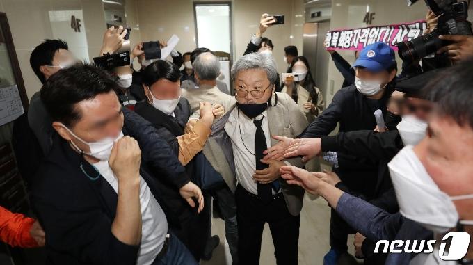 [사진] 상벌위원회 앞두고 아수라장 된 광복회