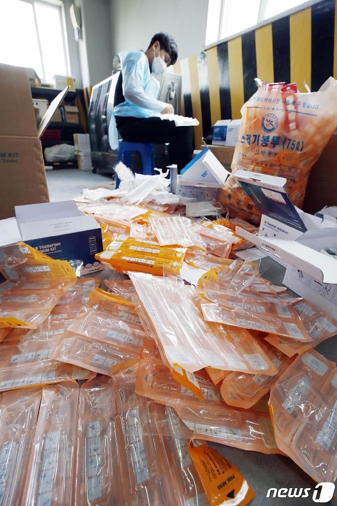 [사진] 수북한 폐기물들
