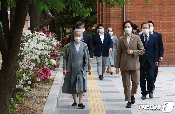 [사진] 아동상담치료센터 찾은 유은혜 부총리