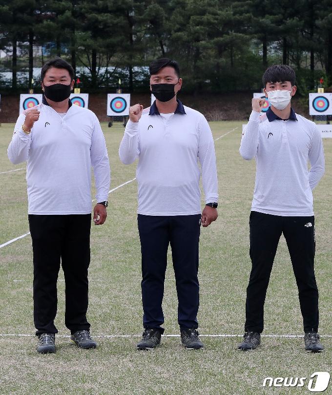 [사진] 파이팅 외치는 도쿄올림픽 양궁 남자부 국가대표