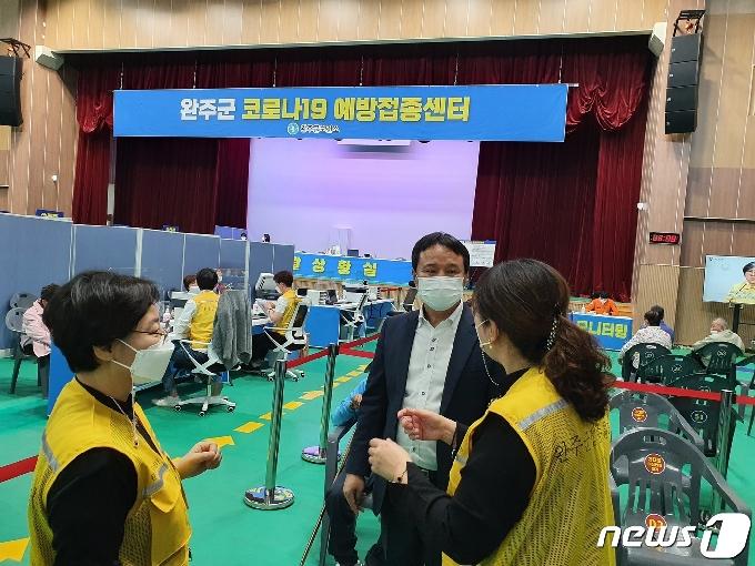 김재천 완주군의장, 코로나19 예방접종센터 방문해 격려