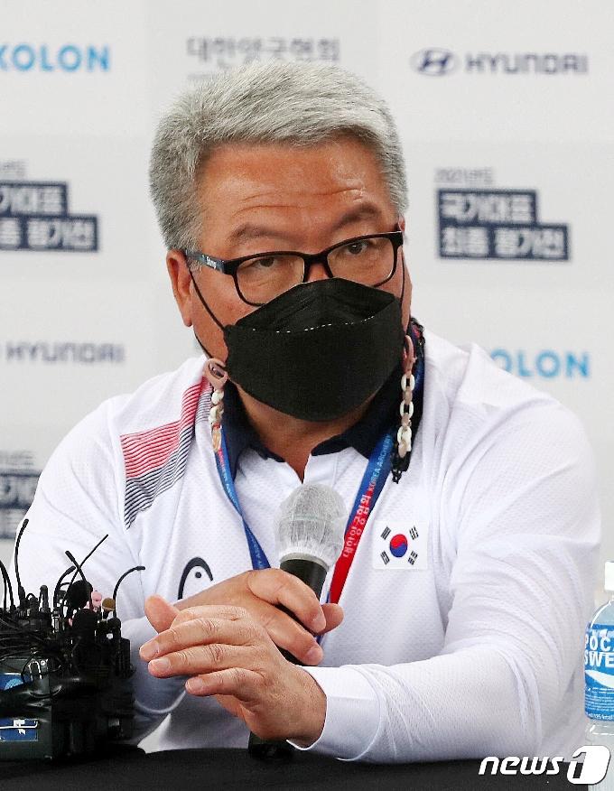[사진] 기자회견 갖는 박채순 양궁 국가대표 총감독