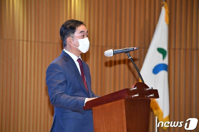 [사진] 이임사 하는 김학진 행정2부시장