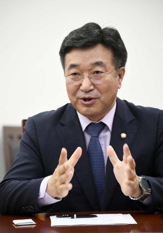 """윤호중 """"종부세-재산세 떼어 놓고 보지 않는다""""…5월 중 논의"""